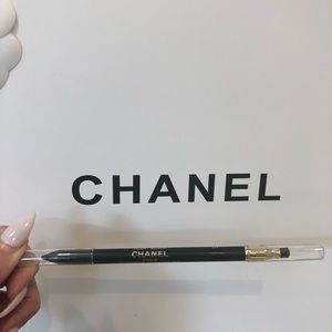 💯%authentic CHANEL eyeliner pencil in black